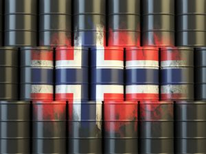 Oljetønner med norsk flagg