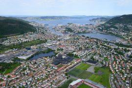 Flyfoto av høgskolens campus i Bergen