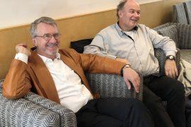 Professor Jan-Fagerberg og professor Bart Verspagen ved TIKs avslutningsfest for Fageberg. Foto: P-Koch
