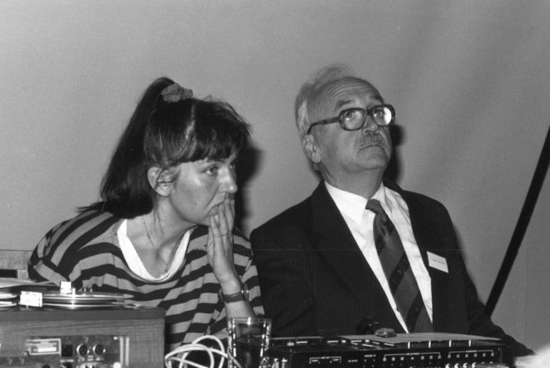 Randi Søgnen og NIFUs direktør Sigmund Vangsnes på seminar på Lysebu 1989