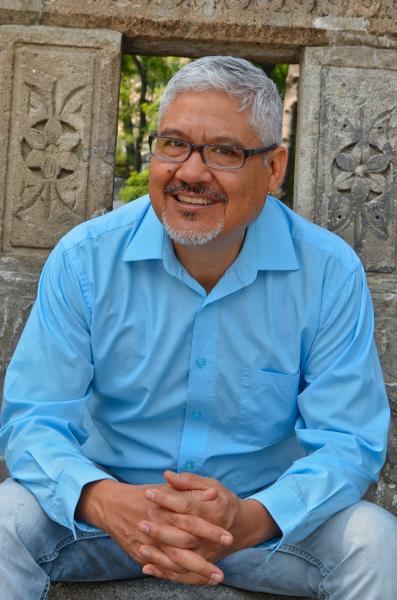 Héctor Domínguez Ruvalcaba har gitt ut boken Nación Criminal hvor han ser på forbindelsene mellom politikere og den organiserte kriminaliteten i Mexico. – Jeg var redd for reaksjonene etter at boken ble publisert, medgir han. (Foto: Óscar Sánchez)