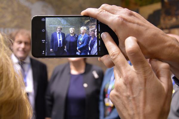 Statsminister Erna Solberg besøker Cicero, Bellona, Yara og Utenriksdepartementets paviljong den 30 november 2015. Foto Cicero.